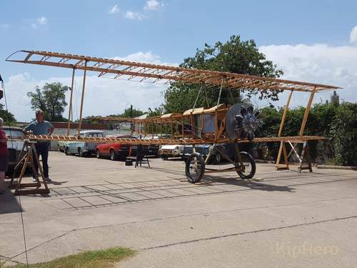 Upper planes on Sopwith Strutter